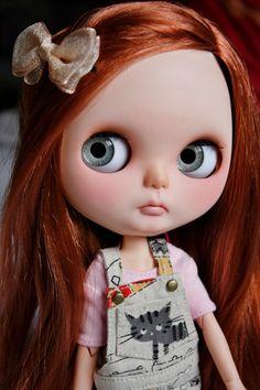 https://www.etsy.com/fr/listing/215687925/blythe-custom-ooak-doll-charlotte?ref=shop_home_active_1