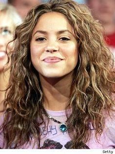 shakira curly hair | Shakira Curly Hair Style Cute Face Look