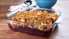 Try this iconic dessert starring the fruit of Canadian summer. Blueberry Crisp, Blueberry Crumble, Fruit Crumble, Crumble Recipe, Kitchen Recipes, Cooking Recipes, Mary's Kitchen, Just Desserts, Dessert Recipes