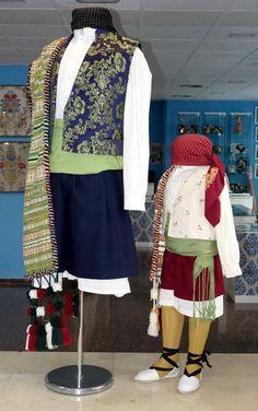 Galería de Fotos ★ Pinazo y Burlay ® Fashion, Male Outfits, Petticoats, Photo Galleries, Sweater Vests, Moda, Fashion Styles, Fasion
