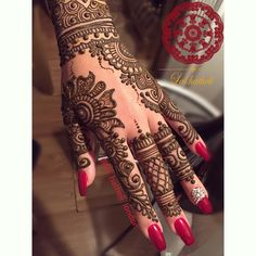 """Recent bridal henna ❤️ This is becoming a very popular design amongst my brides recently. What do you think of this design? Tag someone who'll like this …"""