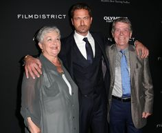 Gerard Butler and his mother and father attend the Premiere of FilmDistricts Olympus has fallen, 18 March 2013. Hollywood, California.