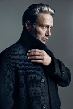 With cheekbones that could slice a finger and a steely glare to haunt your dreams, Mads Mikkelsen has been slowly cornering the market in Hollywood tough guys. The Dane is 6 feet of man… Mads Mikkelsen, Beautiful Hands, Beautiful Men, Grace Beauty, Baba Yaga, Hannibal Lecter, Hugh Dancy, Shooting Photo, Portraits