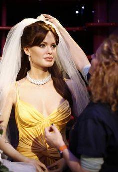 Meer details bekend over trouwjurk Angelina Jolie