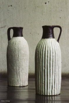 額賀 章夫  Akio Nukaga-  carved pitchers