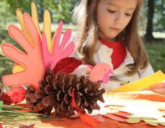 Check out the easy thanksgiving crafts for kids to keep them entertained & occupied! If you have a kid who loves to help you decorate, they would be great. Thanksgiving History, Thanksgiving Crafts For Kids, Thanksgiving Decorations, Kindergarten Thanksgiving, Kindergarten Art, Thanksgiving Menu, Diy Projects For Kids, Diy For Kids, Craft Projects