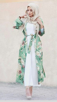 White jumpsuit and floral kimono – check out: Esma ♥ – Hijab Fashion Islamic Fashion, Muslim Fashion, Modest Fashion, Fashion Outfits, Fashion Styles, Fashion 2017, Style Fashion, Hijab Outfit, Hijab Dress