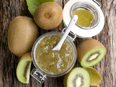 kiwi, sucre en poudre, citron vert