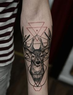 Tattoos generally symbolize a specific meaning. Here are a few geometric deer tattoo designs worth considering. Deer Head Tattoo, Head Tattoos, Arm Tattoos For Guys, Trendy Tattoos, Foot Tattoos, Sleeve Tattoos, Buck Tattoo, Tatoos, Geometric Tattoo Filler
