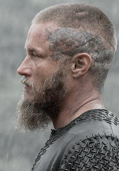 The Best Ragnar Lothbrok Hairstyles & Haircuts Guide) Ragnar Lothbrok Vikings, Ragnar Lothbrok Haircut, Vikings Travis Fimmel, Travis Fimmel Vikingos, Vikings Tv Series, Vikings Tv Show, Ragnar Lothbrook, Bracelet Viking, Viking Jewelry