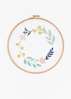 DIY broderie : couronne de fleurs brodée par DMC - Marie Claire Idées