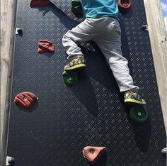 My little #Spiderman #JugarEsEsencial #jugar #children #niños #kids #escalada #climbing #playground #parque #aupair #nannylife #havingfun #thursday #igers #igerslondon #londonlife #London #Londres #expats #education #toddler #educacion #blogger #educacioninfantil #sport #deporte