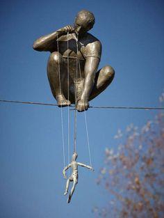 Jerzy Kedziora sculpture of a puppeteer in Palm Beach, Florida