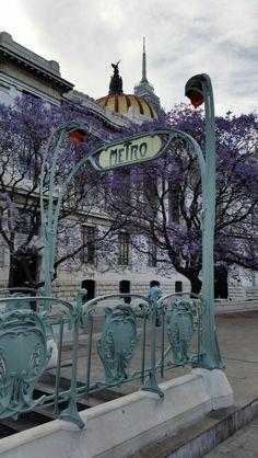 Bellas Artes subway entrance
