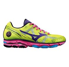 Brown Hansen Running Wave Rider 17 Running Shoe LOVE this neon! Just purchased from GOAP! Top Running Shoes, Running Shoe Reviews, Running Gear, Workout Gear For Women, Womens Workout Outfits, Fitness Apparel, Fitness Wear, Fitness Clothing, Workout Wear