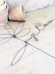 Marguerite en fil de fer  30 cm 15 € frais de ports inclus www.debeauxsouvenirs.com