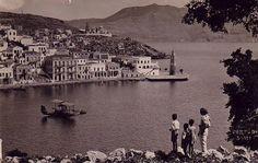 Σύμη δεκ.1930 παιδάκια παρατηρούν ιταλικό υδροπλάνο Vintage Photos, Paris Skyline, Greece, The Past, Louvre, Romantic, Culture, Pure Products, Building