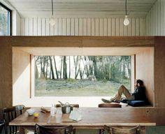 Moderne raambank voor groot raam.