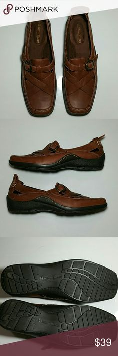 20%/2! Naturalizer 7.5 Wide Loafers Beautiful cognac leather, nice padding. In beautiful condition. Naturalizer Shoes Flats & Loafers