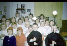 Det starter tidligt med Kirken. 1 klasse. Kan svagt huske en magisk stemning. Ikke mere.