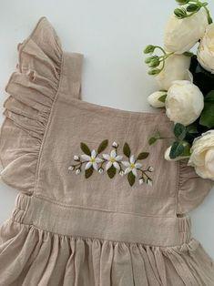 Baby Dress Design, Baby Girl Dress Patterns, Baby Embroidery, Hand Embroidery Designs, Baby Girl Embroidery Ideas, Floral Embroidery Dress, Embroidery Fashion, Kids Dress Wear, Dresses Kids Girl