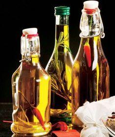 Julegaver der er lige til at spise Infused Oils, All Things Christmas, Hot Sauce Bottles, Homemade Gifts, Food And Drink, Dressing, Xmas, Herbs, Snacks