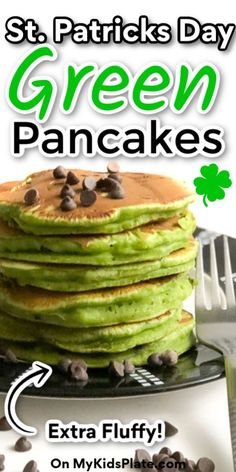 These St Patricks day green pancakes are such a fun food for kids for kids, for toddlers and adults too! Super easy to make these healthy pancakes secretly have spinach to color them! This is the perfect fun and simple brunch to surprise your family. Chocolate Chip Pancakes, Mint Chocolate Chips, Raspberry Pancakes, Fun Food, Good Food, Spinach Pancakes, Kids Plates, St Patricks Day Food, Edible Food