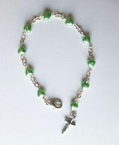 Bracelets de la Sainte Vierge Marie,  perles en cristal, pierre, bois, nacre, ou autre matière, avec médaille, croix, ou petits cœurs, différents modèles féminins pour adultes et adolecentes