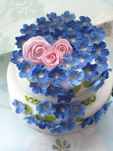 cake, cake, cake! love the blue flowers