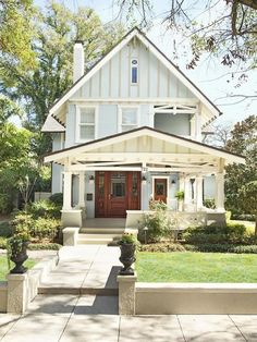 Craftsman, Tudor, and Bungalow home all in one! (Cool exterior design for a sea cottage. Style At Home, Future House, Bungalow Homes, Small Bungalow, Bungalow Porch, House Goals, Exterior Design, Exterior Colors, Exterior Paint