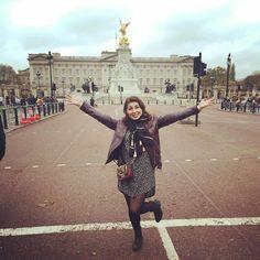 La reine avait trop hâte de prendre un thé avec moi  #buchinghampalace #Londres #instagram #travel by elladenissa
