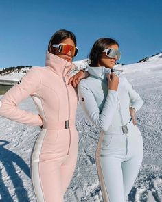 Discover recipes, home ideas, style inspiration and other ideas to try. Ski Fashion, Winter Fashion, Womens Fashion, Fashion Outfits, Looks Teen, Ft Tumblr, Snowboarding Outfit, Snow Outfit, Striped Turtleneck
