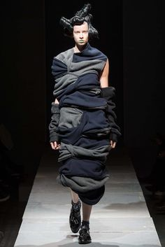 Comme des Garçons Fall 2014 Ready-to-Wear Collection Photos - Vogue