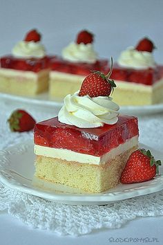 Vanilla Cake, Cheesecake, Strawberry, Favorite Recipes, Sweets, Make It Yourself, Baking, Foods, Birthday