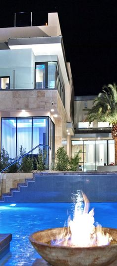 Nice house. #architecture #arquitectura Luxury Pools, Dream Pools, Living Styles, Amazing Architecture, Interior Architecture, Contemporary Architecture, Casa Ideal, House Goals, Life Goals