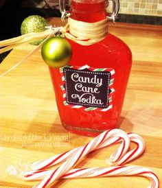 easy last minutes gift Candy Cane Infused Vodka! Has free label and tag to go with it! Def trying th Homemade Alcohol, Homemade Liquor, Homemade Gifts, Vodka Recipes, Alcohol Recipes, Margarita Recipes, Drink Recipes, Christmas Food Gifts, Christmas Drinks