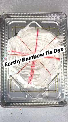 Tie Dye Crafts, Diy Crafts To Do, Diy Crafts Hacks, Diy Arts And Crafts, Diy Tie Dye Designs, Tie Dye Folding Techniques, Ty Dye, Diy Tie Dye Shirts, Tie Dye Party