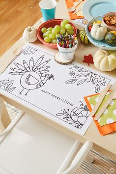 Here's a fun idea for the kids at Thanksgiving: Thanksgiving crafts for the kids table! These easy DIY crafts will keep them occupied during any Thanksgiving party. Check out the FREE printables, and get the kids crafting this holiday! Diy Thanksgiving Crafts, Thanksgiving Table Settings, Thanksgiving Parties, Crafts For Kids To Make, Easy Diy Crafts, Art For Kids, Kid Art, Kid Table, Dinners For Kids