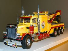 Peterbilt 359 Wrecker Plastic Model Truck Kit in 1/25 Scale…