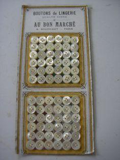 MERCERIE ANCIENNE CARTE DE BOUTONS AU BON MARCHE