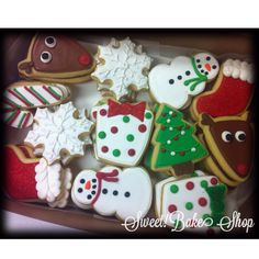 Easy Christmas sugar cookie designs. Use a pennant cookie cutter for the reindeer! Flooded with glaze, royal icing outlines and details. Sweet! Bake Shop, Webb City, MO