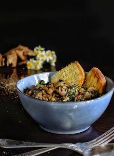 Φακές σαλάτα με σπανάκι - Just life Serving Bowls, Stuffed Mushrooms, Vegetables, Tableware, Kitchen, Food, Stuff Mushrooms, Dinnerware, Cooking