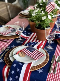 10 Inspiring Patriotic 4th of July Tablescapes - The Organized Dream