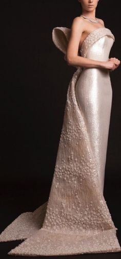 Krikor Jabotian Spring 2015 shimmery gown // Pinned by Dauphine Magazine x Castlefield - Curated by Castlefield Bridal & Branding Atelier and delivering the ultimate experience for the haute couture connoisseur! Dauphine Magazine (luxury bridal and fashio Bridal Gowns, Wedding Gowns, Tulle Wedding, Evening Dresses, Prom Dresses, Glamour, Beautiful Gowns, Dream Dress, Couture Fashion