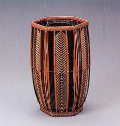 Hexagonal flower basket with arrow feather design.   HAYAKAWA Shokosai