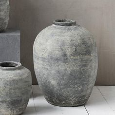 Our range of stunning Rustic Concrete Vases are new this season from House Doctor at Design Vintage. Perfect for flowers or simple display. House Doctor, Plywood Furniture, Design Furniture, Concrete Projects, Concrete Design, Diy Concrete, Big Vases, Large Vases, Black Vase