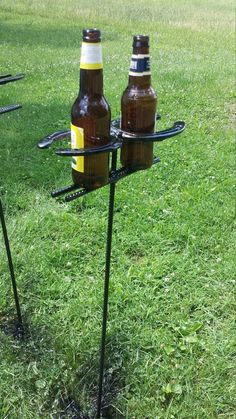 Horseshoe Yard Beer/Drink Holder - Perfect for the summer cook-outs and parties! They will stick right into the grass! Cool Welding Projects, Welding Crafts, Metal Art Projects, Diy Welding, Metal Welding, Welding Tools, Welding Ideas, Woodworking Projects, Welding Funny