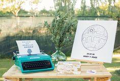 Rincón de firmas de Star Wars. Wedding Planner, organización y decoración de bodas en Alicante., Elche y Murcia
