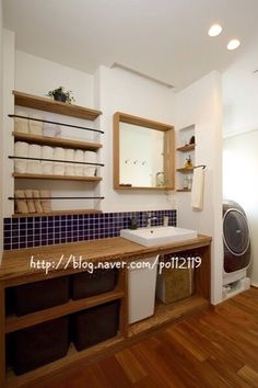I like the towel storage idea! Laundry Room Bathroom, Bathroom Toilets, Small Bathroom, Washroom, Interior Exterior, Interior Architecture, H Design, House Design, Japanese Interior