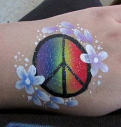 hippie makeup 505106914451629171 - Rainbow arty cake peace sign with double loaded flowers Source by catherinearlaud Face Painting Designs, Paint Designs, Hippie Face Paint, Flower Power Party, Hippie Makeup, Pink Sweets, Airbrush Tattoo, Birthday Card Template, Birthday Makeup